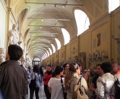 Vatican Crowds in gallery of the Ancients